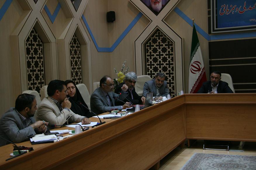نخستین جلسه میز خدمت در استان قم به میزبانی سازمان صنعت ، معدن و تجارت برگزار گردید
